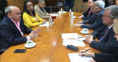 Ministro Francisco Torrealba sostiene reunión con Fedecámaras