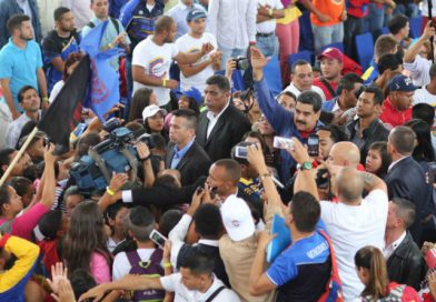 """Maduro: """"Los únicos que pueden parar este país, y no lo vamos a hacer, somos los bolivarianos y chavistas"""""""