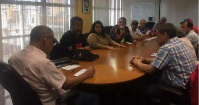 Ministro Ovalles analiza victoria contundente de la ANC con voceros internacionales de la Clase Obrera