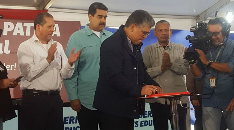 Ministro Ovalles participa en la firma de la segunda convención colectiva de trabajadoras y trabajadores de la educación