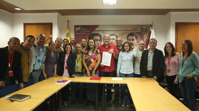 Firma Acta Convenio con Trabajadores y Trabajadoras del  Sector Salud