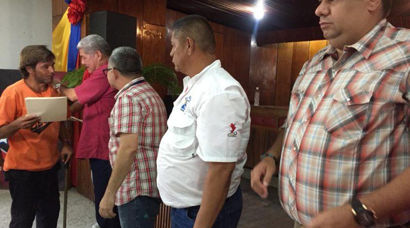 Ministro Piñate participó en entrega de indemnizaciones laborales