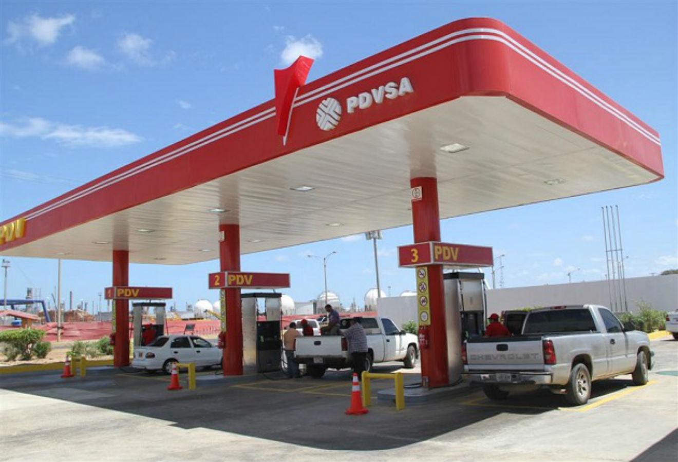 Presidente Maduro prepara plan de «normalidad» para abastecimiento de gasolina